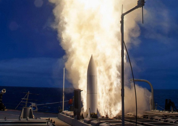 US-Navy-ship-firing-an-Aegis-BMD-Baseline-9-system