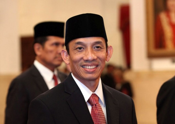 bo-truong-indonesia-buoc-phai-tu-chuc-vi-mang-2-quoc-tich-12-115719