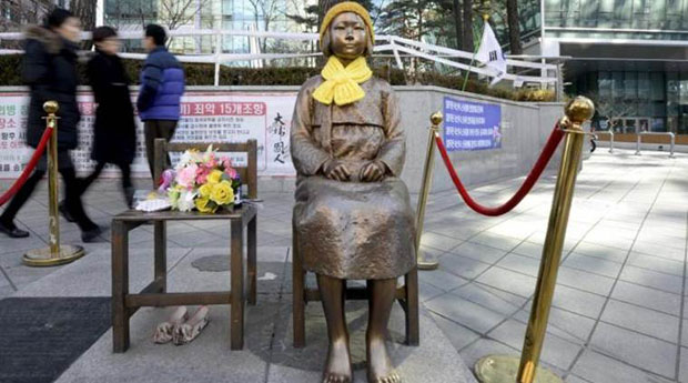 """A statue of a girl that represents the sexual victims by the Japanese military is seen in front of Japanese embassy in Seoul, South Korea, December 28, 2015.  One test of the commitment by Japan and South Korea to resolve the """"comfort women"""" issue may be the fate of a statue in front of Tokyo's embassy in Seoul. REUTERS/Ahn Eun-na/News1"""