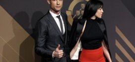 Cristiano Ronaldo សួរសំណួរអ្វីខ្លះទៅកាន់គ្រូបង្វឹកនៅចិនពេលទទួល ពានកីឡាករឆ្នើមរបស់ព័រទុយហ្គាល់?