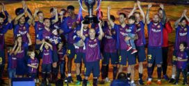 Andres Iniesta ស្រក់ទឹកភ្នែកនៅថ្ងៃ Barcelona លើកពានជើងឯកអេស្ប៉ាញ La Liga