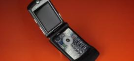 RAZR របស់ក្រុមហ៊ុន Motorola កំពុងតែវិលត្រឡប់មកជាទូរស័ព្ទស្មាតហ្វូនដែលមានតម្លៃ 1,500 ដុល្លារ