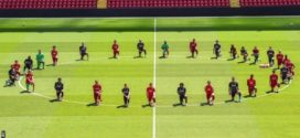 មរណភាពរបស់លោក George Floyd ៖ កីឡាកររបស់ក្រុម Liverpool បានលុតជង្គង់នៅកីឡដ្ឋាន Anfield ក្នុងសាររំលែកទុក្ខ